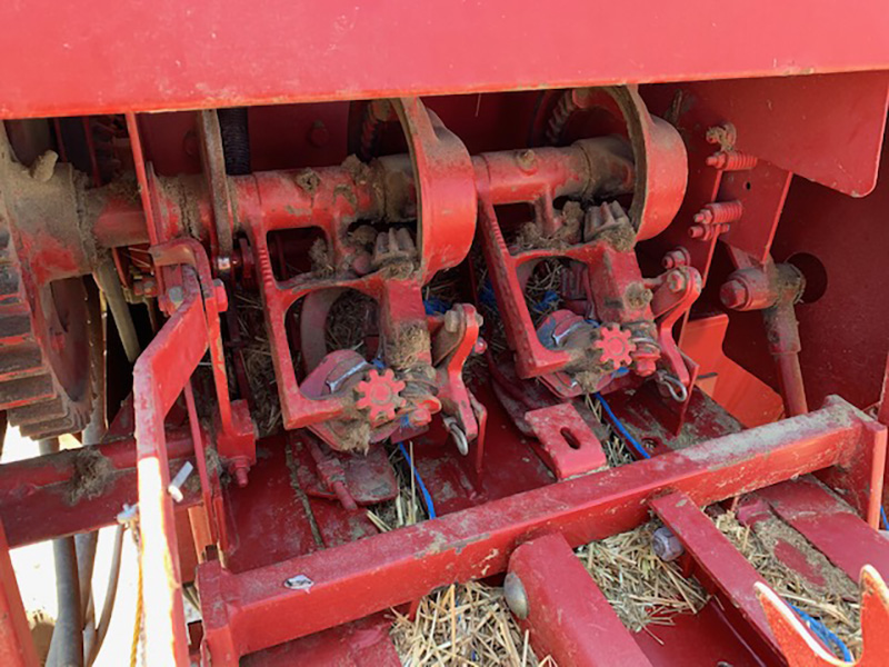 1996 NEW HOLLAND 570 SMALL SQUARE BALER